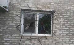 Кованные решетки на окна дизайн КР 005