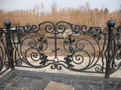 Кованая могильная ограда дизайн МОК-010