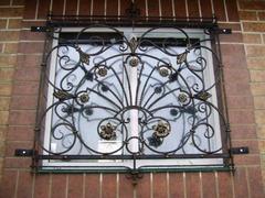 Кованые решетки на окна дизайн КР 006
