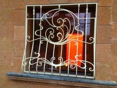 Кованые решетки на окна дизайн КР 012