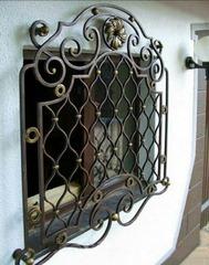 Кованые решетки на окна дизайн КР 015