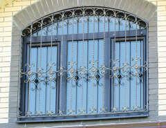 Кованые решетки на окна дизайн КР 016