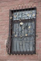 Кованые решетки на окна дизайн КР 017