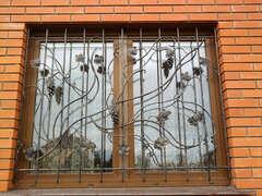 Кованые решетки на окна дизайн КР 018