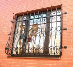 Кованые решетки на окна дизайн КР 028