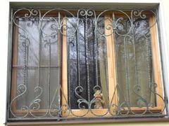 Кованые решетки на окна дизайн КР 032