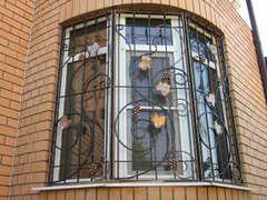 Кованые решетки на окна дизайн КР 036
