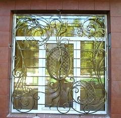 Кованые решетки на окна дизайн КР 040