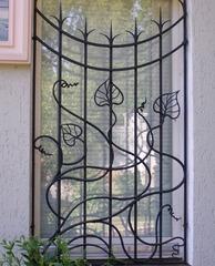 Кованые решетки на окна дизайн КР 041
