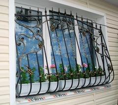 Кованые решетки на окна дизайн КР 044