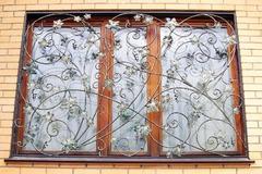 Кованые решетки на окна дизайн КР 046