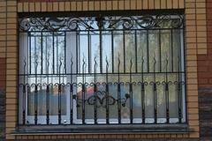 Кованые решетки на окна дизайн КР 056