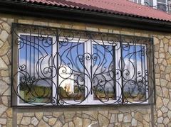 Кованые решетки на окна дизайн КР 057