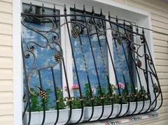 Кованые решетки на окна дизайн КР 061