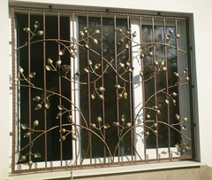 Кованые решетки на окна дизайн КР 082