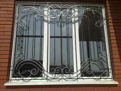 Кованые решетки на окна дизайн КР 085