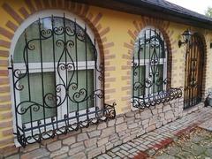 Кованые решетки на окна дизайн КР 095